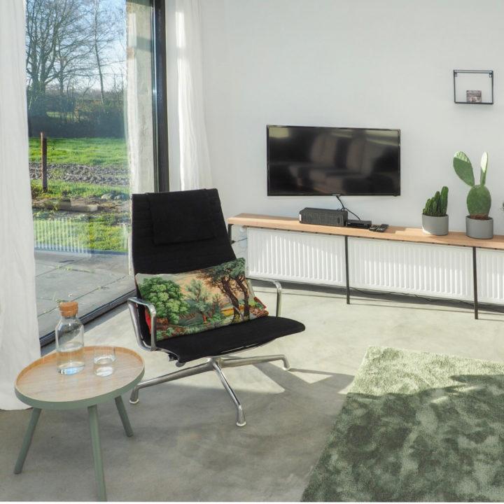 Comfortabele fauteuil in een vakantiehuis