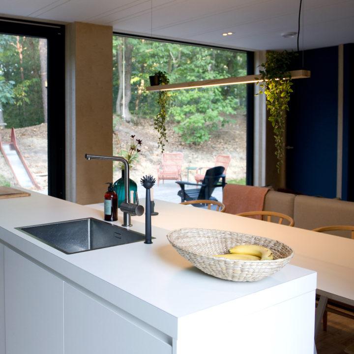 Modern keukenblok in een vakantiehuis