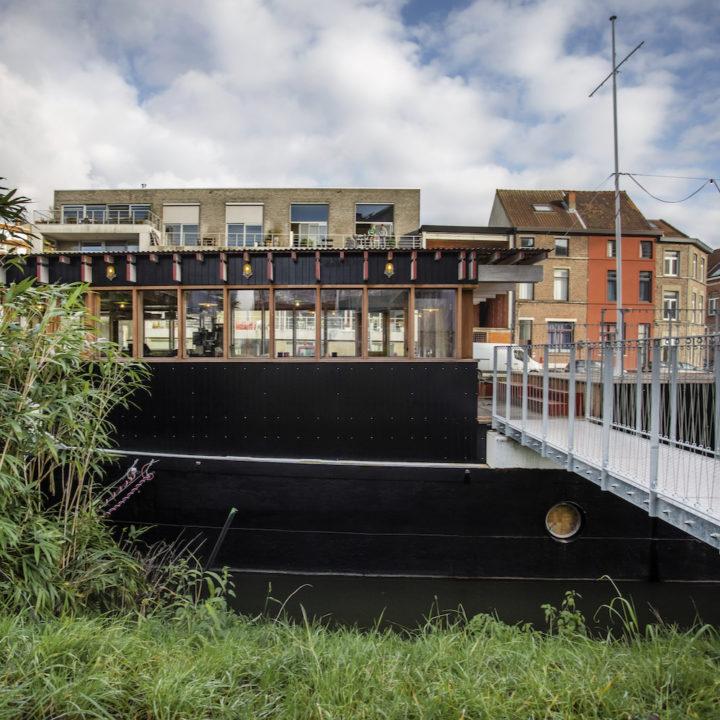 Vrachtschip omgebouwd tot vakantiehuis