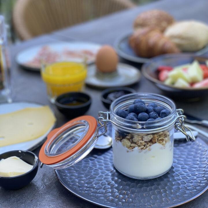 Feestelijk ontbijt bij het hotel op de Veluwe