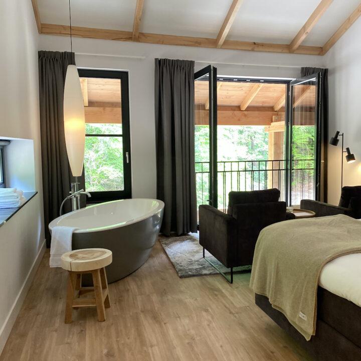 Bijzonder overnachten op de Veluwe in een luxe suite met vrijstaand bad