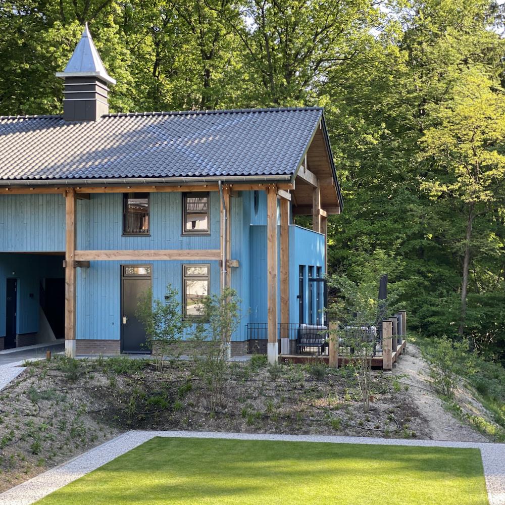 Blauw hotel, in de bossen op de Veluwe