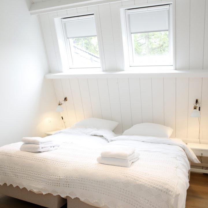 Lichte slaapkamer tijdens een weekendje weg