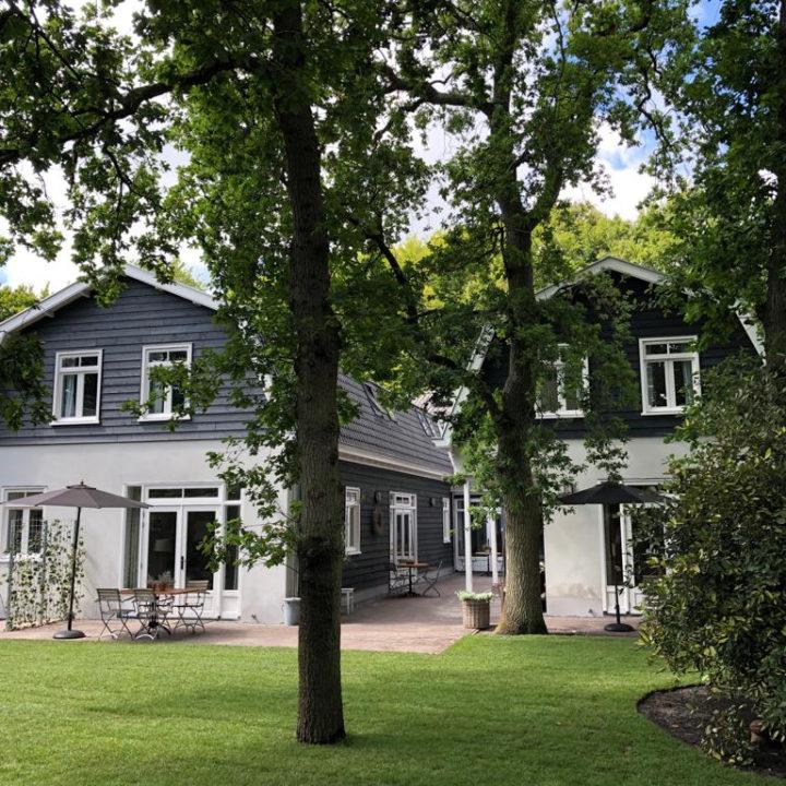 Tuinzijde van de luxe vakantie appartementen in Bergen