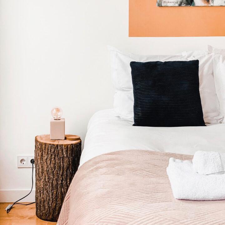 Bed in het appartement in Middelburg