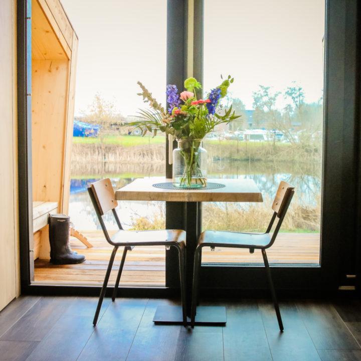 Eethoek voor metersgroot raam