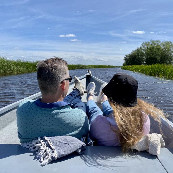 Fluisterbootje huren om te varen in Giethoorn en de Weerribben Wieden