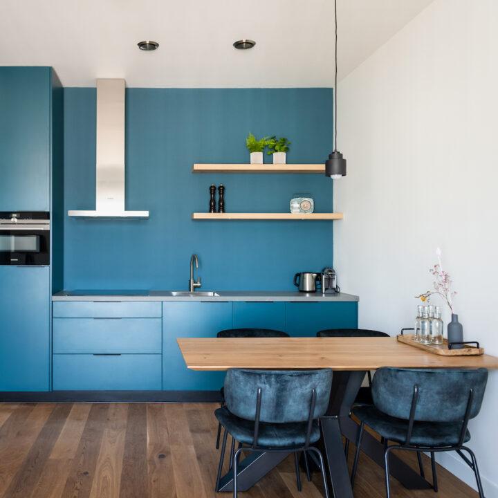 Studio met blauwe tinten in Boutiquehotel De Beerze