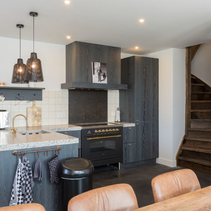 Open keuken in het 8-persoons vakantiehuis in Zeeland