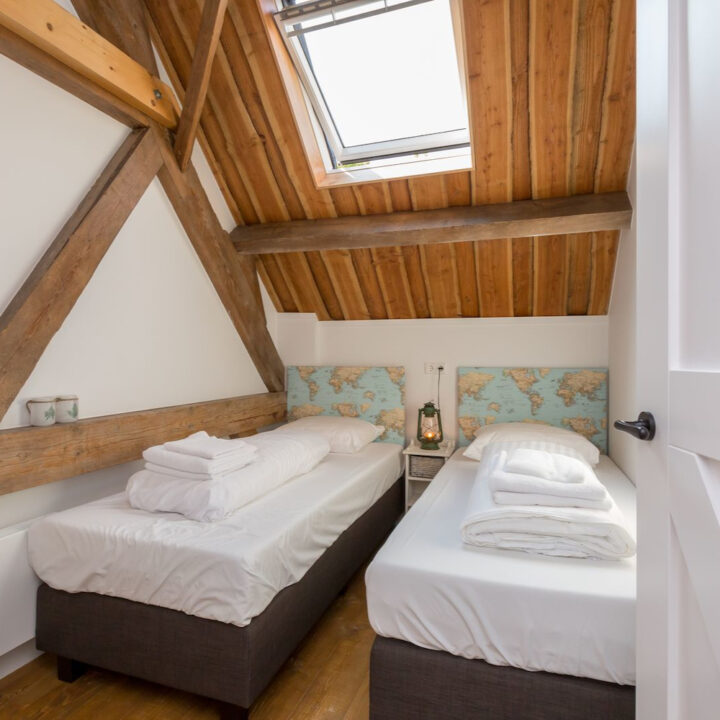Tweepersoons slaapkamer in vakantiehuis Zeeland