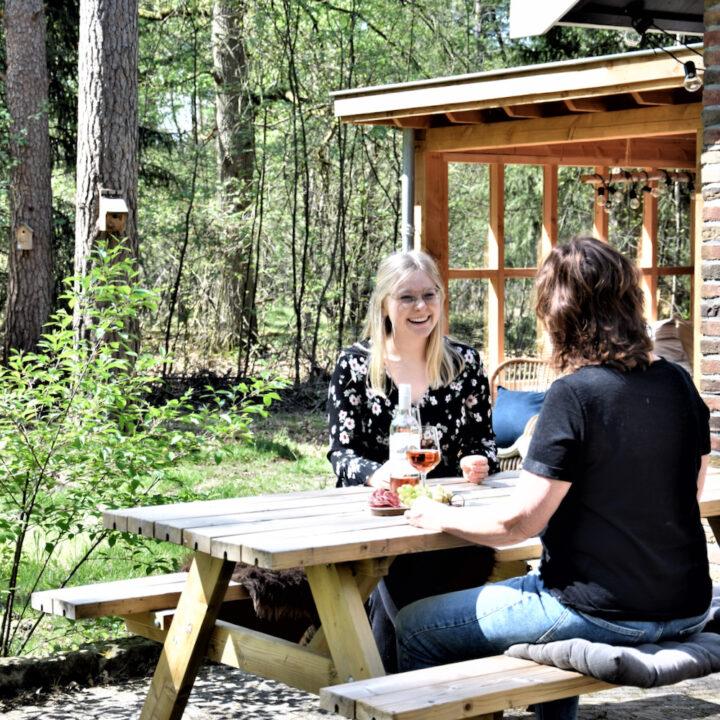 Picknicktafel bij het vakantiehuis in Twente