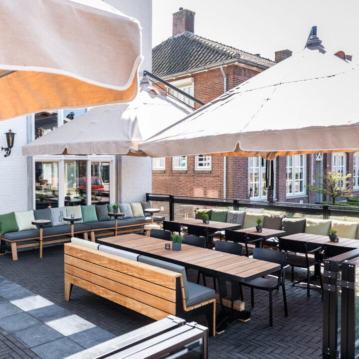 Groot terras bij Hotel de Beerze in Brabant