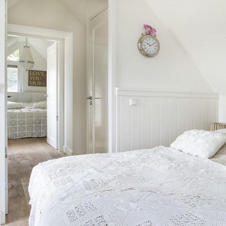 Slaapkamer in het vakantiehuis in Schoorl op een klein park aan zee
