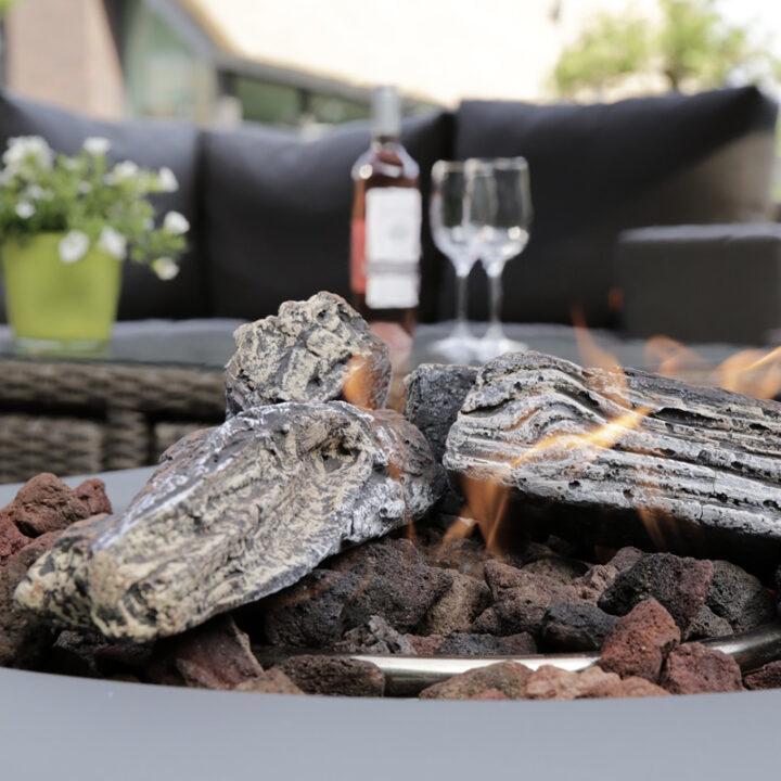 Gloeiend vuurtje op het terras van het vakantiehuis in Schoorl
