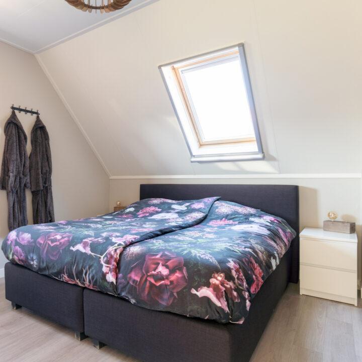 Tweepersoons slaapkamer vakantieappartement Ameland