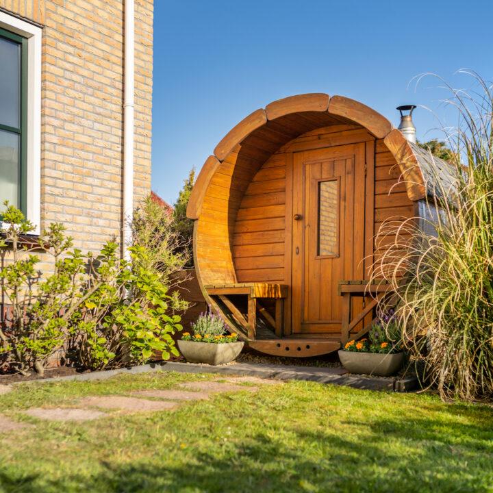 Sauna in de tuin van het appartement op Ameland