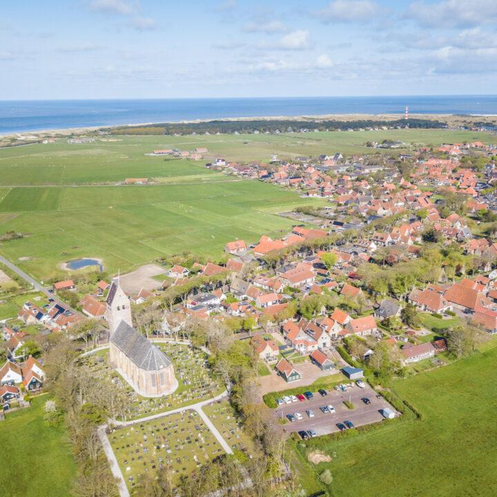 Luchtfoto van het dorp Nes