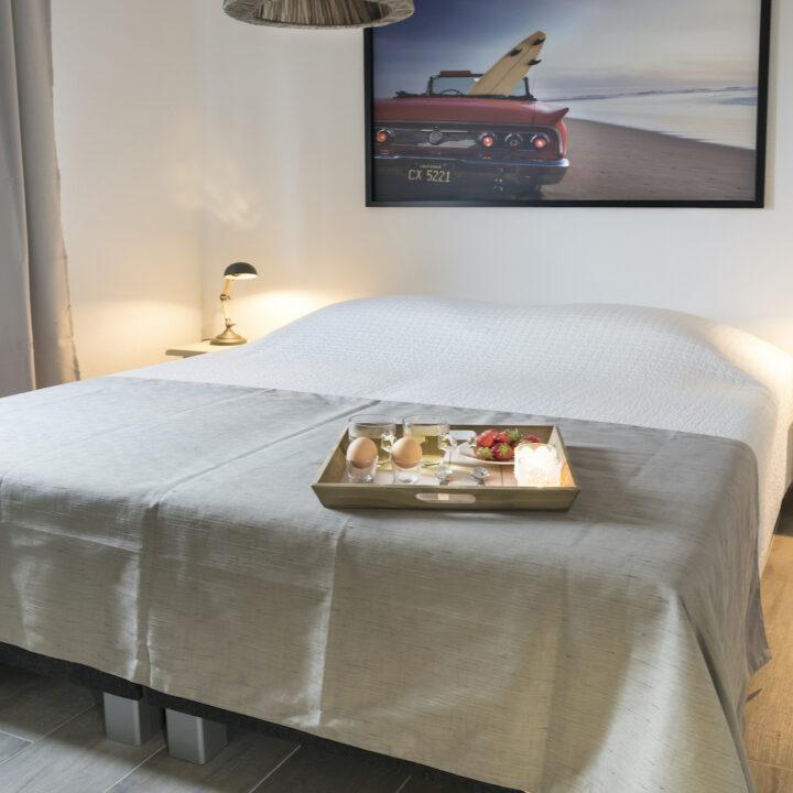 Luxe slaapkamer van het vakantiehuis in Zeeland