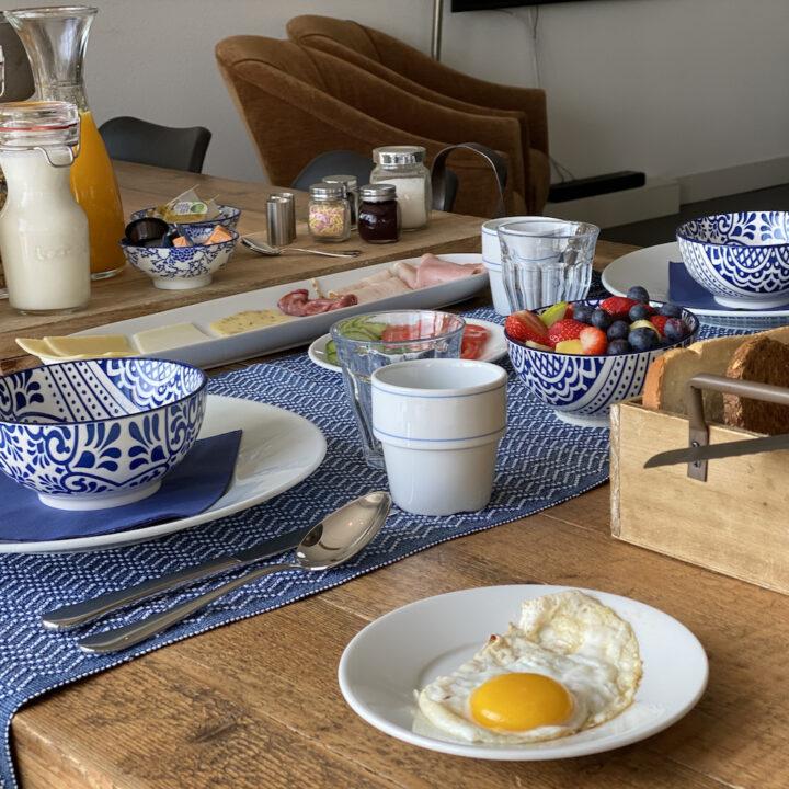 Ontbijt voor de gasten op Texel