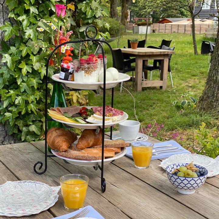 Lunchen in de tuin van hotel restaurant Hoog Soeren