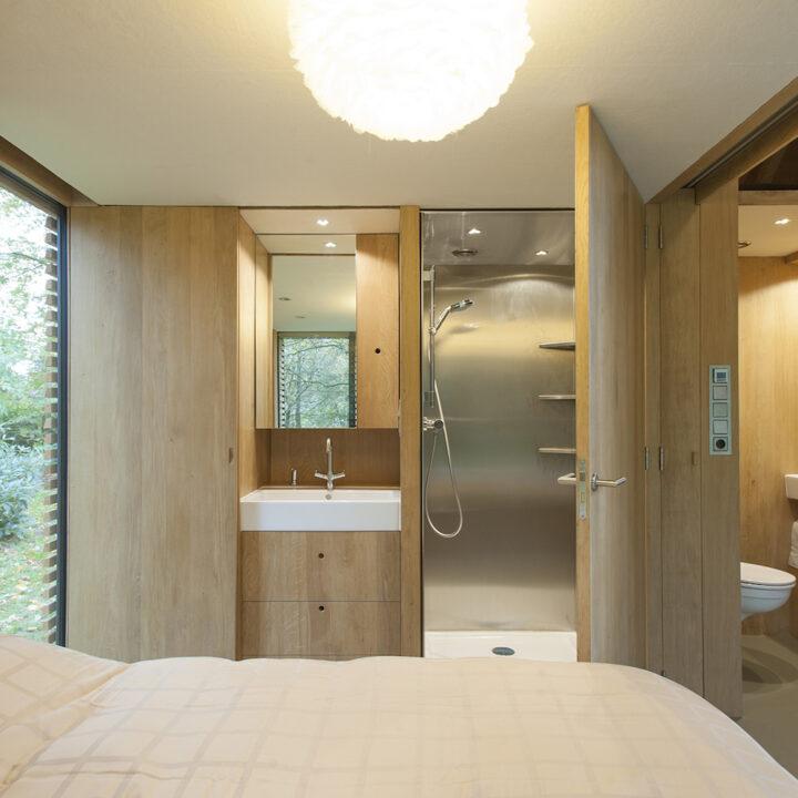 Slaapkamer met ingebouwde design badkamer