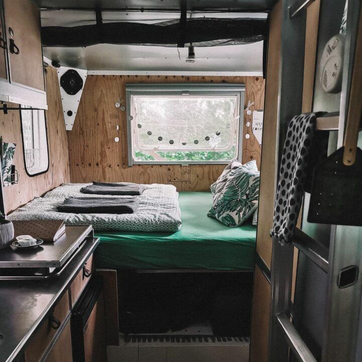 Bed in de Mercedes camper
