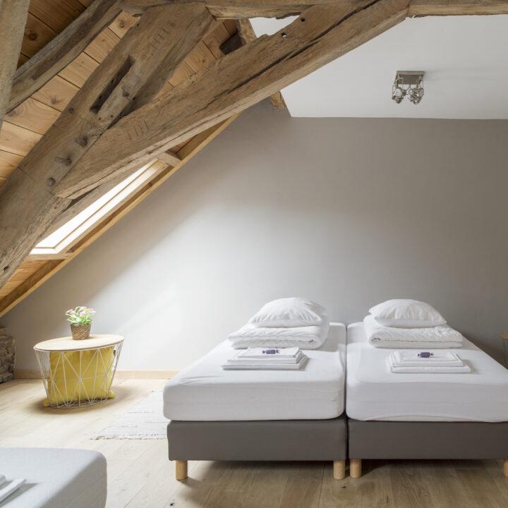 Slaapkamer met losse bedden, plek voor 4 personen