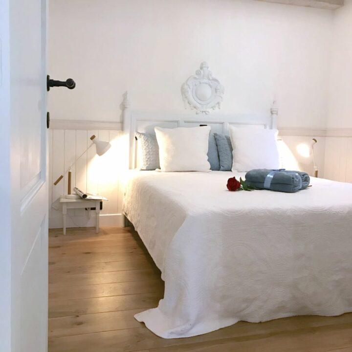 Slaapkamer in de hoeve, in het wit