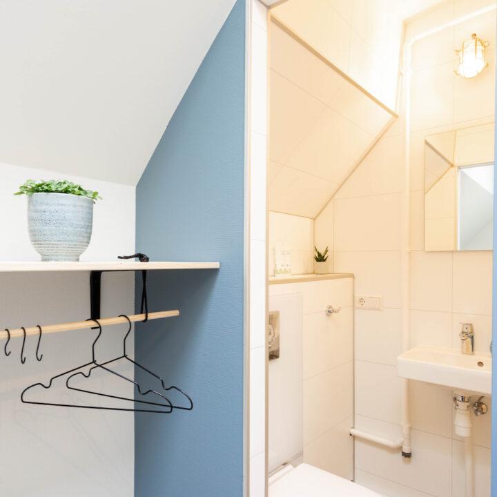 Badkamer in de hut aan boord
