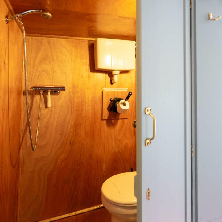 Badkamer aan boord van de B&B