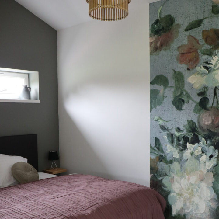 Bloemenbehang in het huisje in Noord-Limburg