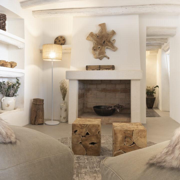 Haard en lounge banken in het boutique hotel in Spanje