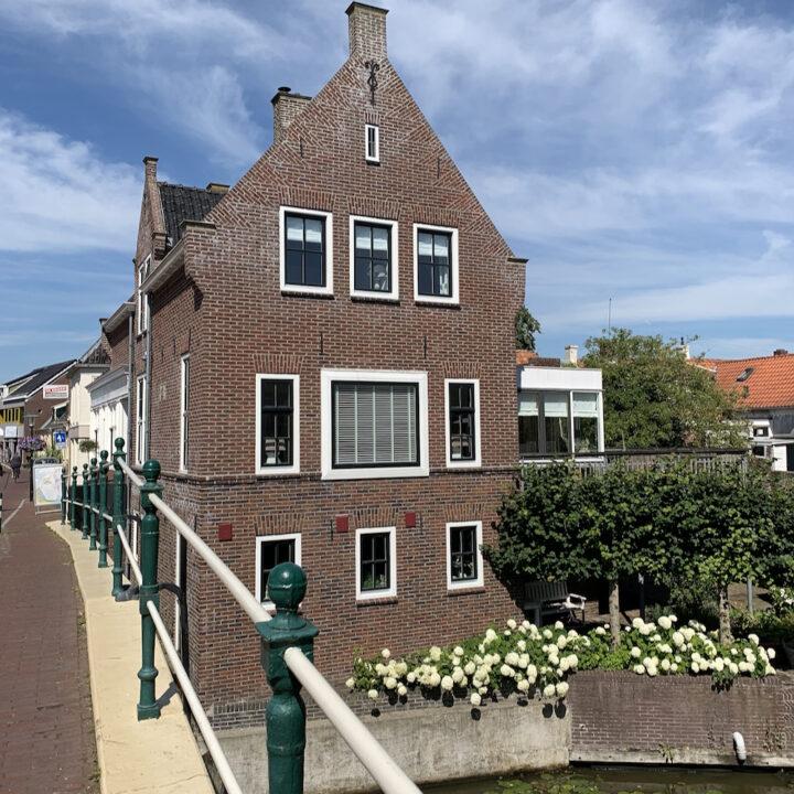 Vakantiehuis bij de brug in Winsum
