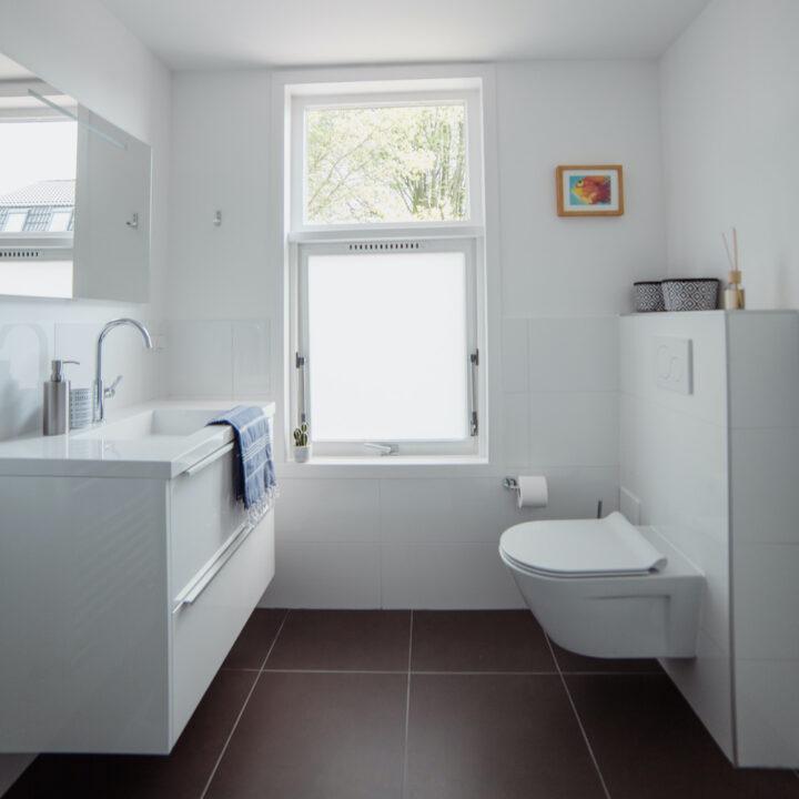 Badkamer in wit bij de B&B in de Bilt