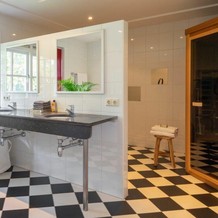 Vakantiehuisje met grote badkamer met sauna