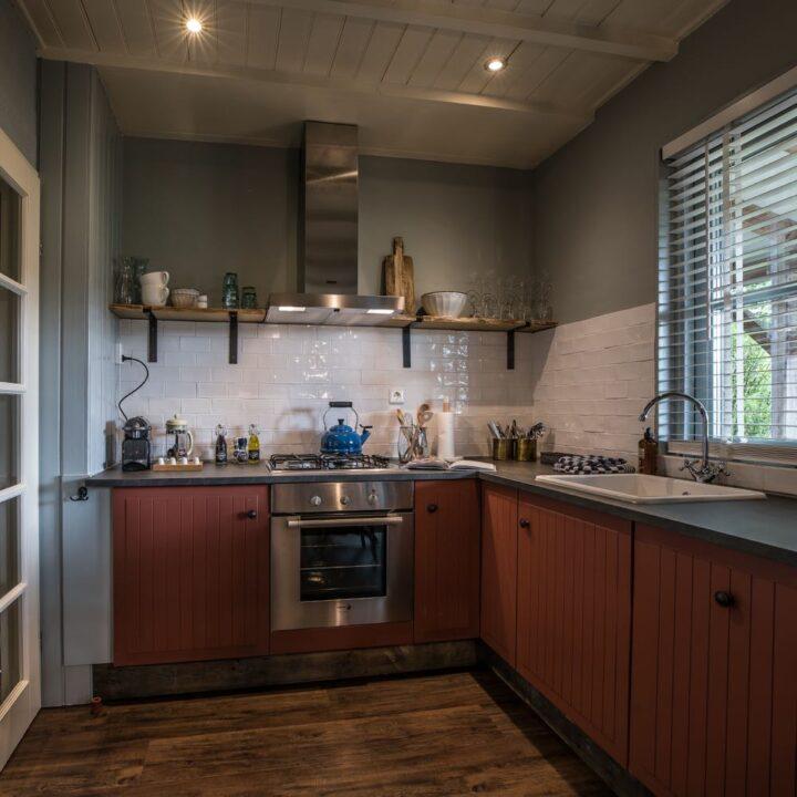 Keuken in het knusse vakantiehuisje in Twente