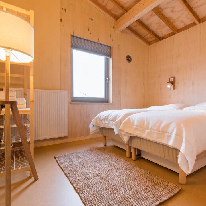 Tweepersoons slaapkamer in het duurzame vakantiehuis