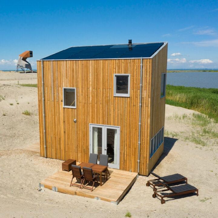 Vrijstaande huisje in het zand op Landal Marker Wadden