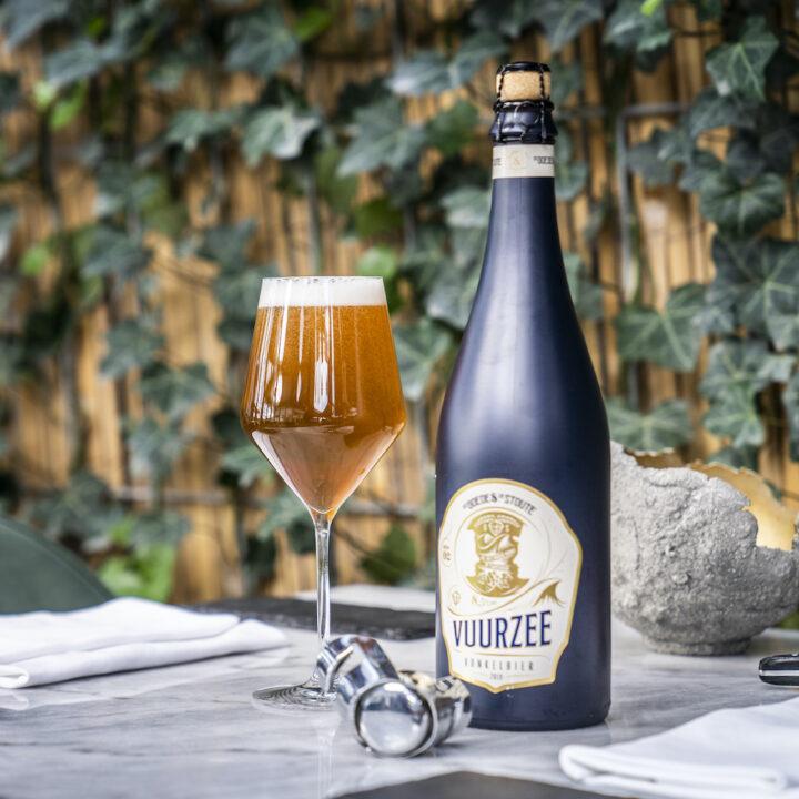 Bier met gevuld bierglas