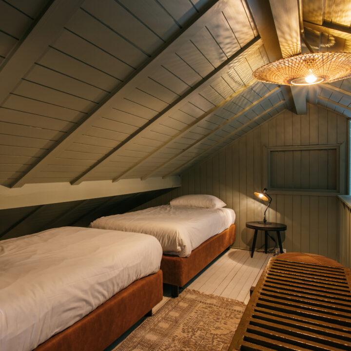 Vide met eenpersoons bedden in de Boshut