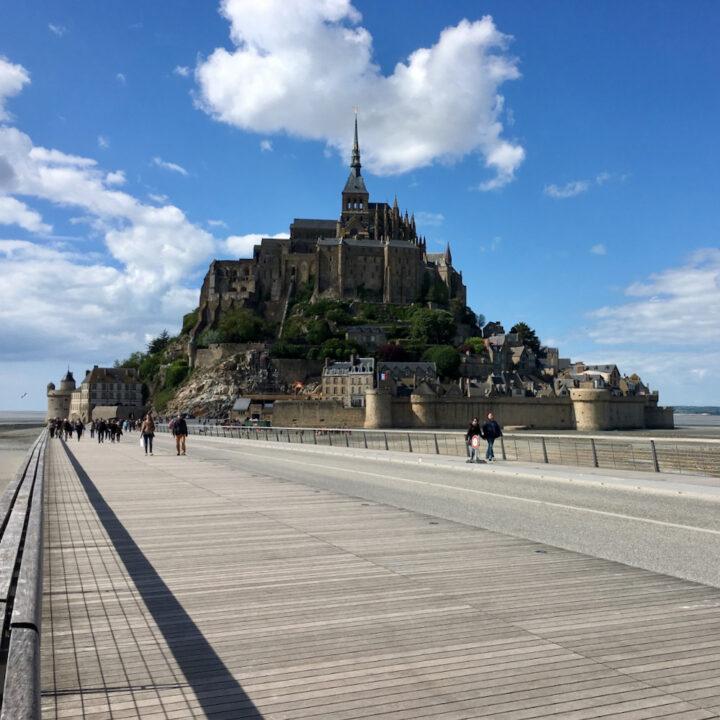 Mont Saint Michel op een zonnige dag