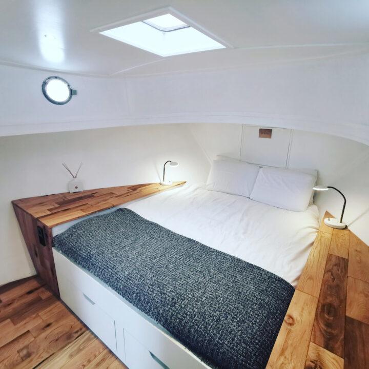 Tweepersoons bed aan boord