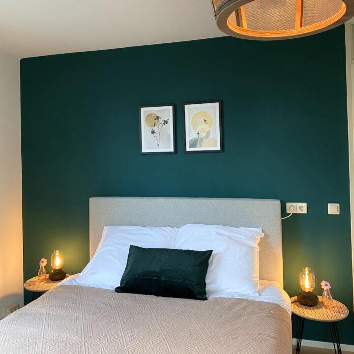 Slaapkamer met groene achtergrond