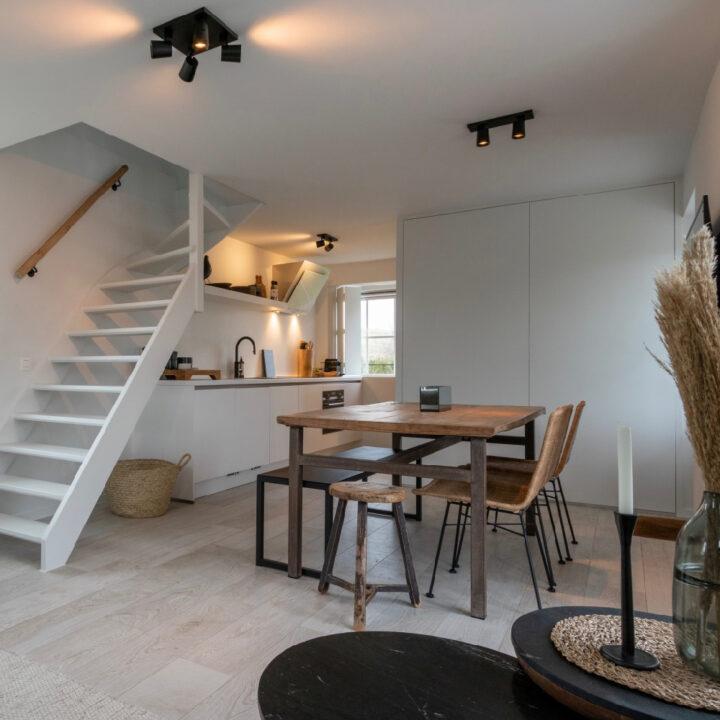 Stijlvol vakantiehuis in Zeeland met een open keuken