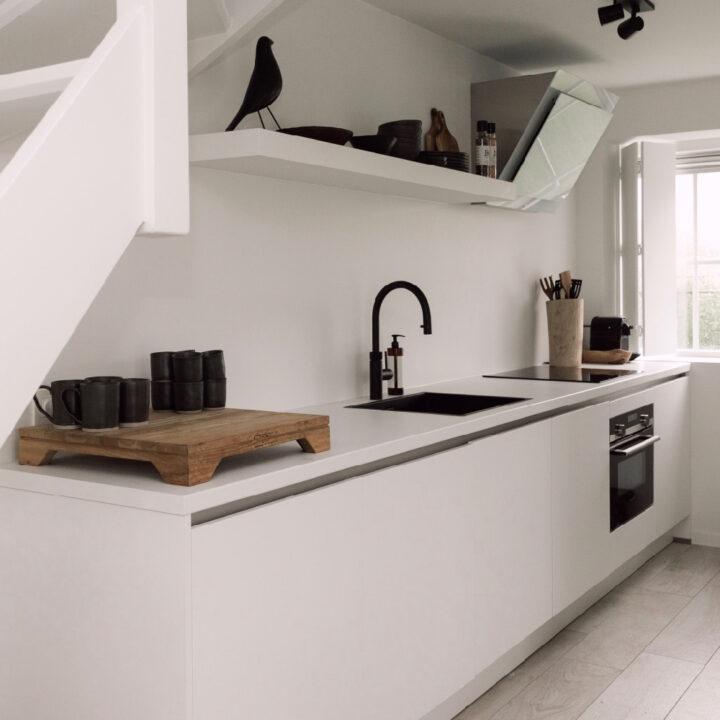 Open keuken in een vrijstaand vakantiehuis in Zeeland