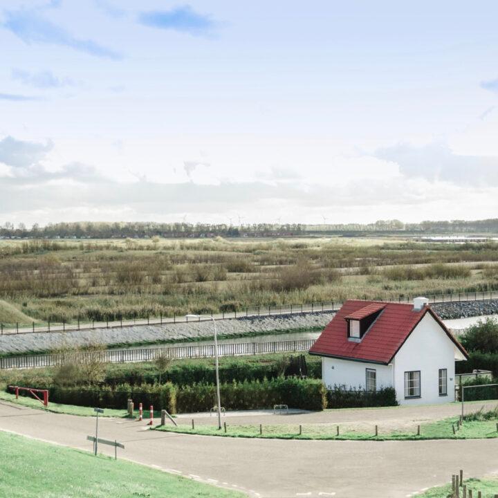Zeeuws Duinhuis is een vrijstaand vakantiehuis in Zeeland