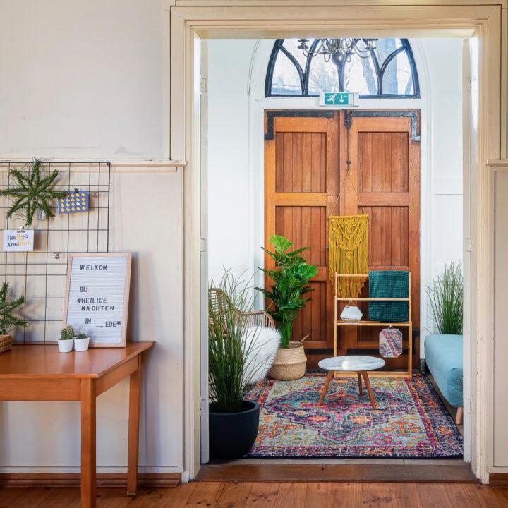 De Ericakerk Ede is eigentijds ingericht als overnachtingsplek voor 4 personen