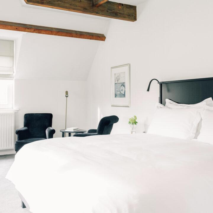 Slaapkamer met wit en zwart