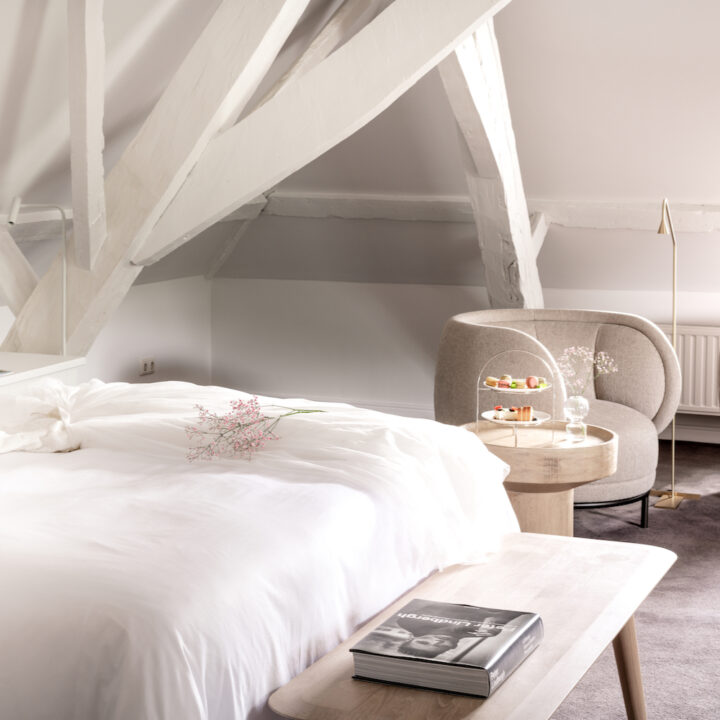 Hotelkamer met natureltinten