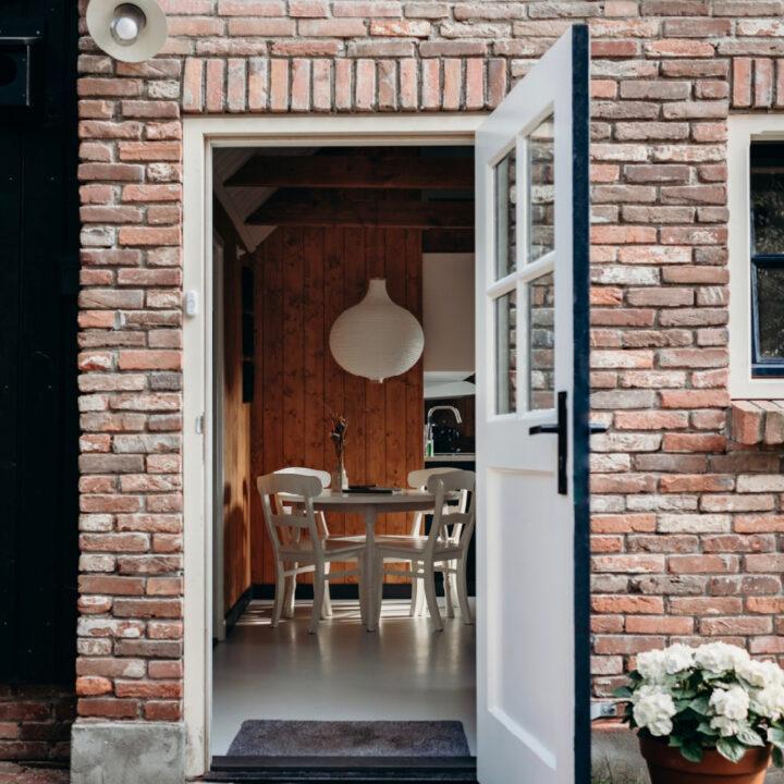 De schuur naar de pastorie in Helenaveen is verbouwd tot vakantiehuis